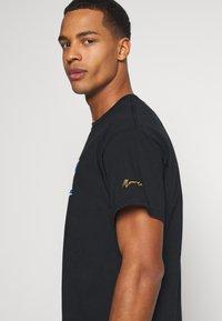 Mennace - PRIDE TICKET UNISEX - Print T-shirt - black - 3