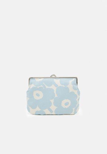 PUOLIKAS KUKKARO MINI UNIKKO PURSE - Handtasche - off white/ light blue
