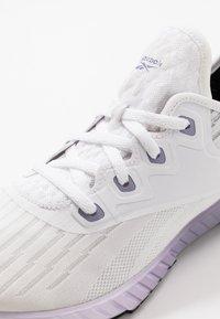 Reebok - FLASHFILM 2.0 - Obuwie do biegania treningowe - white/lillac frozen/vision haze - 5