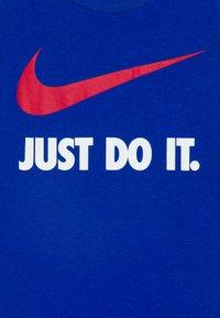 Nike Sportswear - TEE UNISEX - Camiseta estampada - game royal - 2