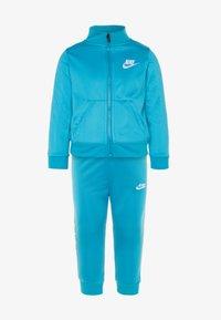 Nike Sportswear - BLOCK TAPING TRICOT BABY SET - Träningsset - laser blue - 0