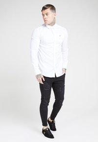 SIKSILK - LONG SLEEVE SMART SHIRT - Camisa elegante - white - 3