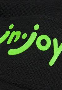 J&JOY - Polo - zwart - 5