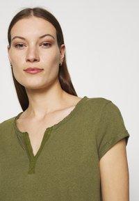 Mos Mosh - TROY TEE - Basic T-shirt - capulet olive - 4