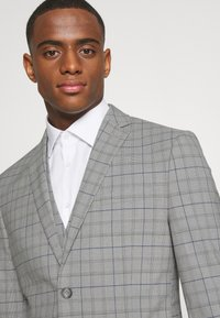 Isaac Dewhirst - THE FASHION SUIT PIECE CHECK - Completo - grey - 8