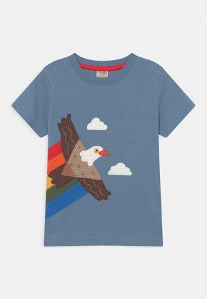 CARSEN UNISEX - T-shirt med print - abisko sky/eagle