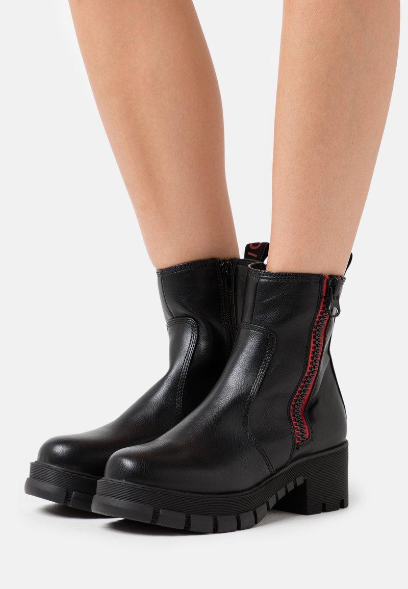 Buffalo - MAZIE - Platform ankle boots - black