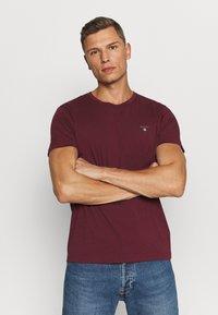 GANT - THE ORIGINAL - T-shirt - bas - port red - 0