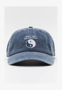 PULL&BEAR - Cap - light blue - 0