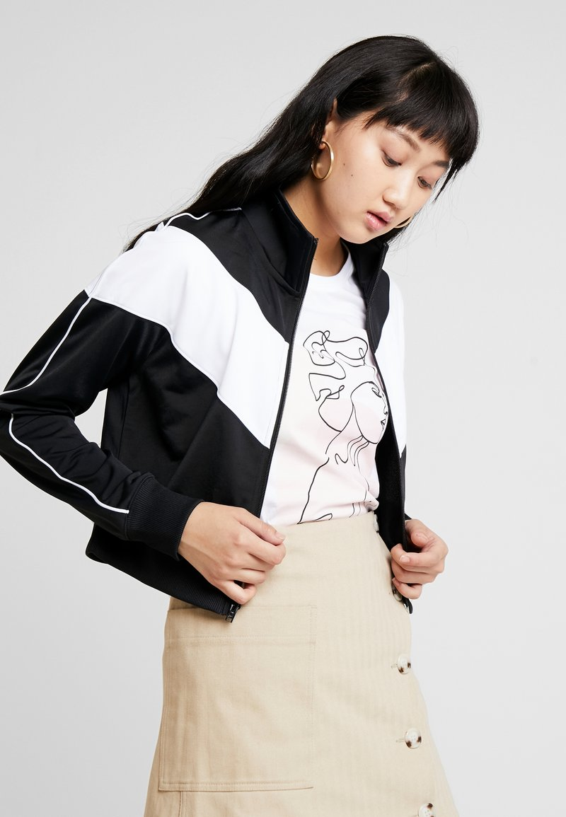 Nike Sportswear - W NSW HRTG TRCK JKT PK - Chaqueta de entrenamiento - black/white
