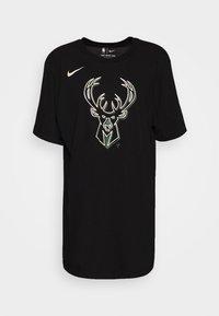 Nike Performance - NBA MILAUKEE BUCKS LOGO TEE - Klubbkläder - black - 4