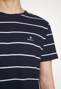 GANT - BRETON STRIPE - T-shirt con stampa - evening blue - 5