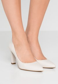 MICHAEL Michael Kors - ABBI FLEX - Bridal shoes - light cream - 0
