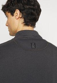 Wrangler - ALL TERRAIN GEAR ZIP - Long sleeved top - black - 3