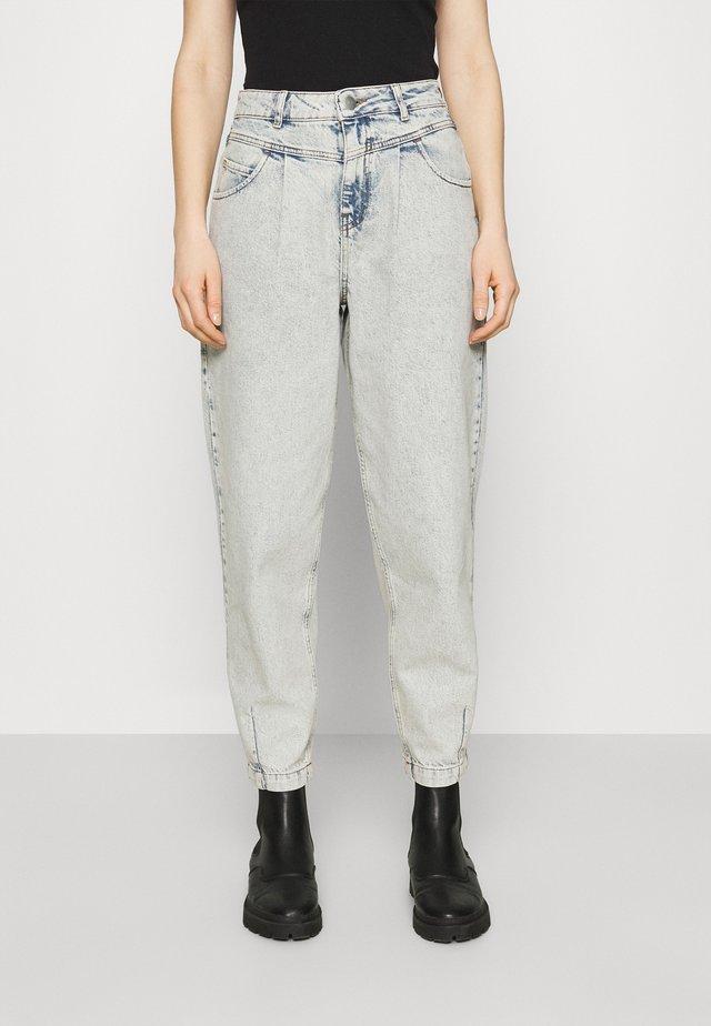 CAROLYN - Jeans a sigaretta - denim acid wash