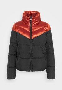 ONLMAGGIE SHORT QUILTED  - Winter jacket - red ochre/black