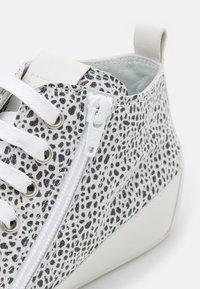 Candice Cooper - MID - Sneakers hoog - stone/nero/bianco - 6