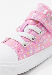 Converse - CHUCK TAYLOR ALL STAR FLORAL - Tenisky - peony pink/topaz gold/white - 2