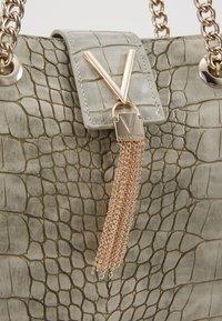 Valentino Bags - AUDREY - Sac à main - grigio - 5