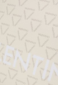Valentino by Mario Valentino - LIUTO - Handbag - ecru/multi - 4