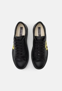 Guess - VERONA - Trainers - black - 3