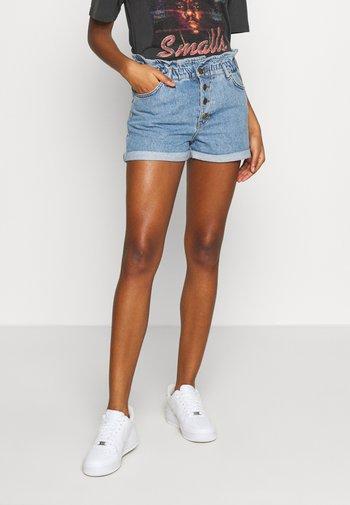 ONLCUBA LIFE PAPERBAG - Shorts di jeans - medium blue denim