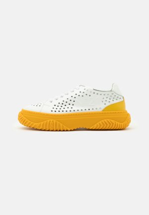 GYMNIC BONNIE - Sneakers laag - white/yellow