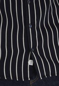 Casual Friday - Shirt - navy blazer - 5