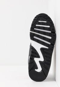 Nike Sportswear - AIR MAX 90 UNISEX - Sneakersy niskie - black/white - 5