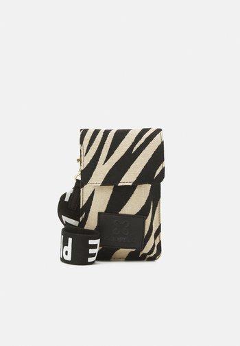 TIGER LOVE PIECE MOBILE BAG - Phone case - black