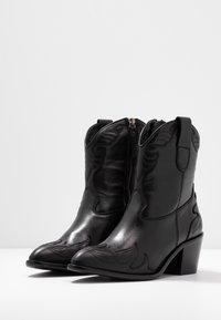 Toral Wide Fit - Cowboy/biker ankle boot - eliseo - 4