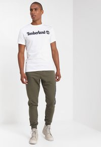 Timberland - CREW LINEAR  - Print T-shirt - white - 1