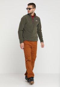 The North Face - MENS GLACIER 1/4 ZIP - Bluza z polaru - new taupe green - 1