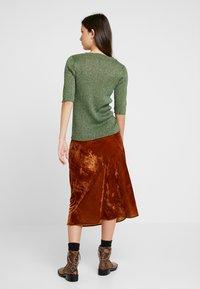 Soeur - GLITTER - T-shirt con stampa - vert/gold - 2