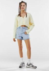 Bershka - Shorts di jeans - light blue - 1