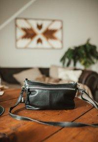 Gusti Leder - Across body bag - black - 5