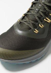 Nike Performance - AIR ZOOM PEGASUS 36  - Vaelluskengät - sequoia/orange trance/medium olive - 5