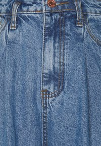 Missguided Tall - PLEAT DETAIL WIDE LEG - Flared Jeans - blue - 2