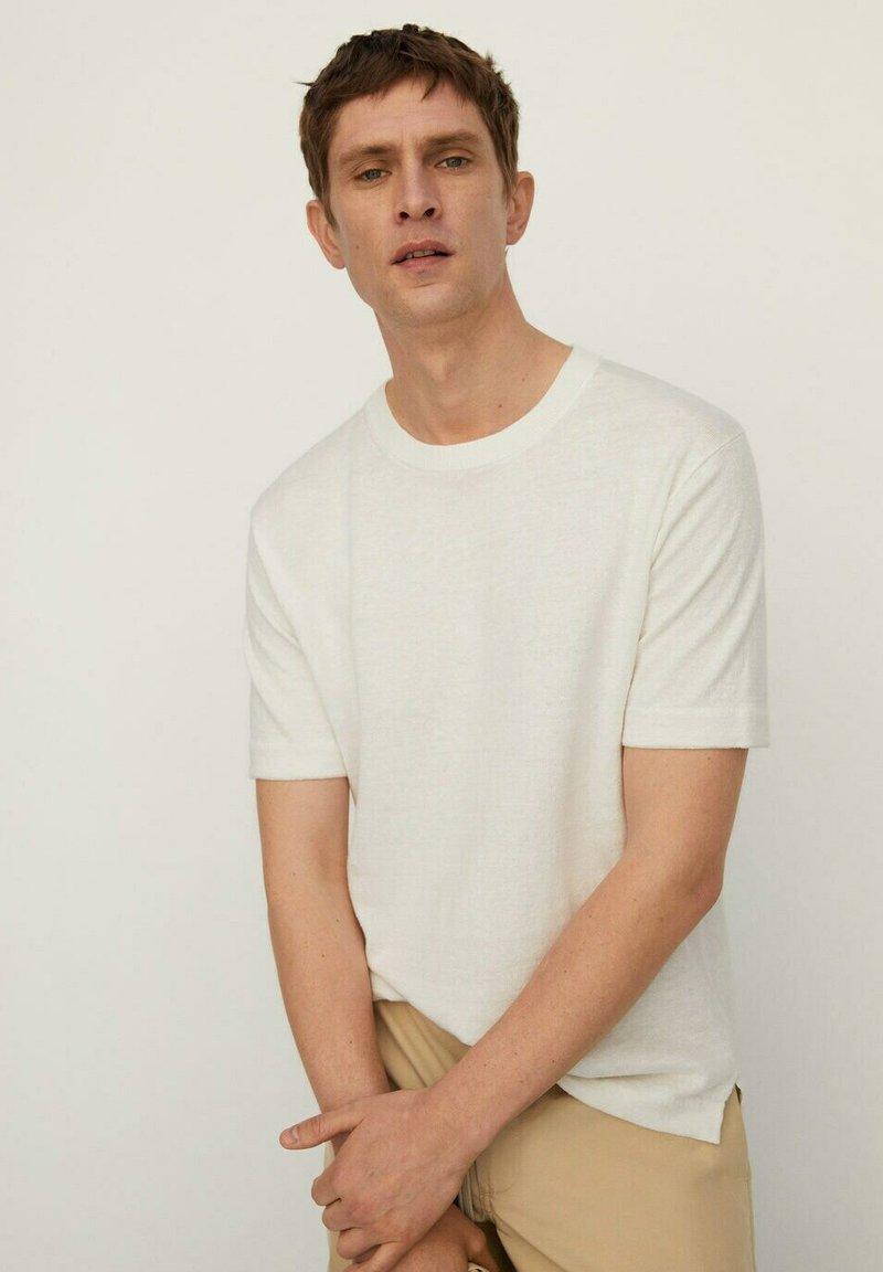 Mango - Basic T-shirt - cremeweiß
