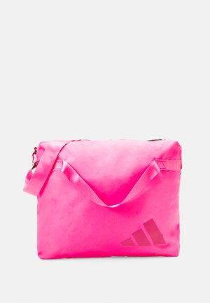 STREET TOTE - Sports bag - screaming pink/white