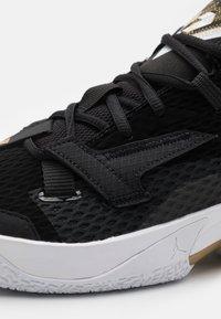 Jordan - WHY NOT ZER0.4 - Zapatillas de baloncesto - black/white/metallic gold - 5