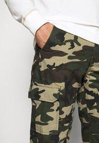 Dickies - EDWARDSPORT - Cargo trousers - olive/beige - 6