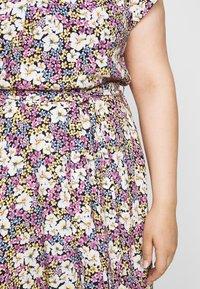 Dorothy Perkins Curve - BILLIE DITSY PRINTED VNECK MIDI DRESS  - Day dress - black - 6