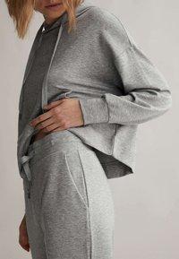 OYSHO - Teplákové kalhoty - light grey - 2