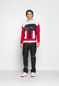 Karl Kani - SIGNATURE BLOCK TROYER UNISEX - Sweatshirt - red - 1