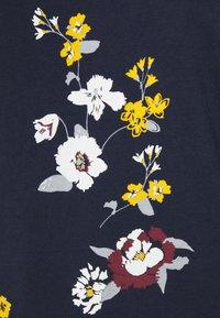 GAP Petite - CREW - Print T-shirt - navy - 2