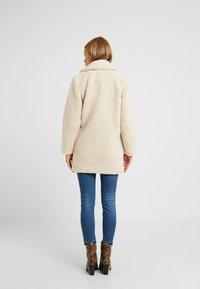 New Look Petite - LEAD IN BORG COAT - Cappotto invernale - cream - 2