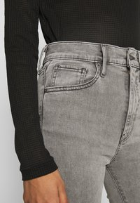 Levi's® - MILE HIGH SUPER SKINNY - Jeans Skinny Fit - grey denim - 4