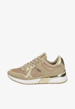 MAYBEL - Sneakers laag - goud
