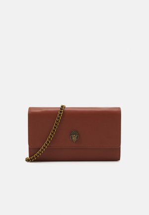 KENSINGTON CHAIN WALLET - Across body bag - tan